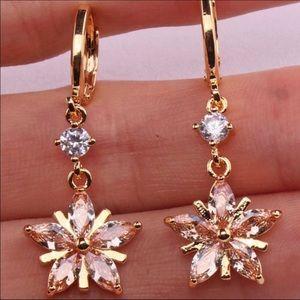 🆕 🌸 Gold Toned Flower Drop Earrings